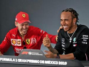 Lewis Hamilton (Mercedes) dan Sebastian Vettel (Ferrari), para pembalap termahal F1 yang siap potong gaji gegara Corona. (Foto: planetf1)