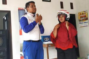 Teknik Memakai Helm Yang Tepat Biar Cepat, Ala MPM