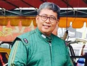 Almarhum Dr Arminsyah, hobi balap mobil kelas Retro di sirkuit Sentul International Bogor. (Foto : ist)