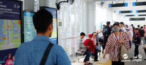 Pengguna Transjakarta, Diwajibkan Menggunakan Masker