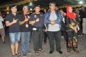Dari kiri Ahmed Zaki Iskandar, bang Yudi, Tomi Hadi, Dr Arminsyah dan istri saat hadir di ISSOM Night Race, sirkuit Sentul. (foto : gazpoll rt)