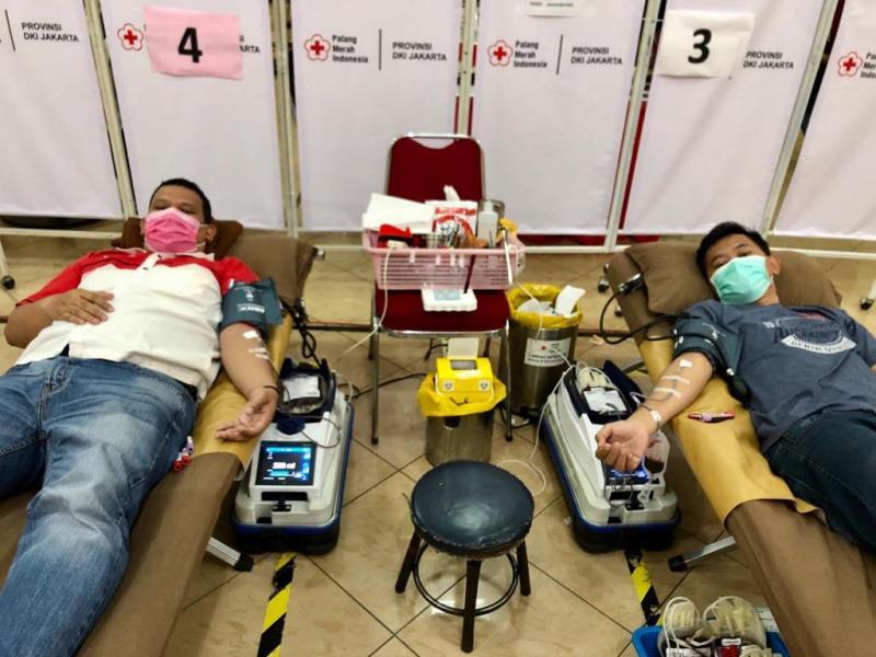 Tidak kurang 20 member yang melakukan aksi mandiri donor darah di Kantor PMI Jakarta. (ist)