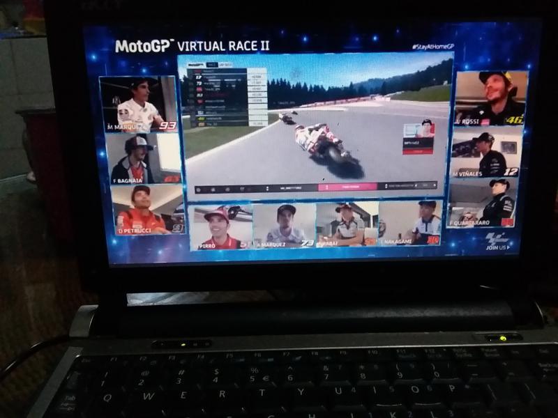 Pembalap main dari rumah masing-masing, penonton pun bisa live streaming dari laptop masing-masing. (Foto: rnp)