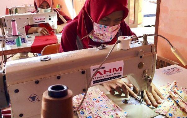Salah satunya dilakukan kelompok usaha bernama Kalihurip Satu Hati (KSH), yang semula membuat kain lap serba guna untuk memenuhi kebutuhan industri, termasuk AHM. (ist).