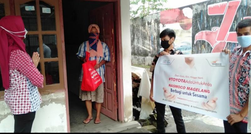 Bantuan disampaikan langsung kepada masyarakat di sekitar lokasi kantor dan pabrik Toyota