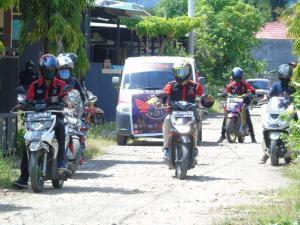 Komunitas Honda Polman Ini Bagikan Ratusan Sembako Dan Penyemprotan Disinfektan