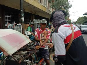 Keren, VOC Malang Bagi-Bagi Masker Fight Agains Virus