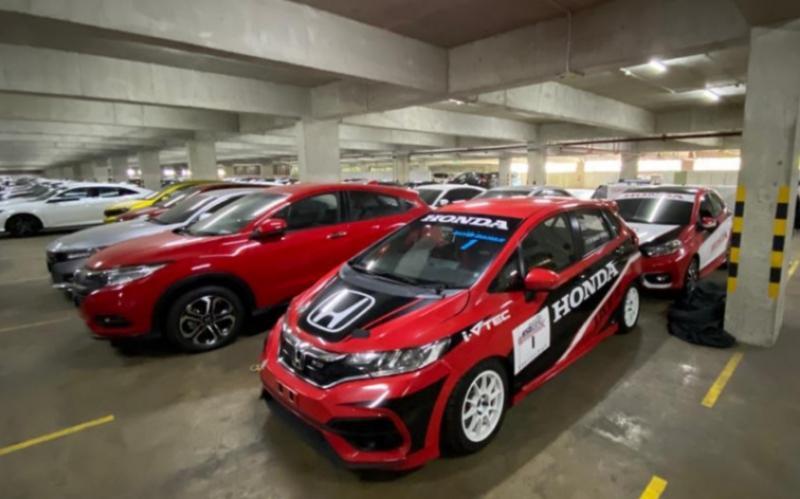 Honda Jazz andalan Alvin Bahar lagi parkir di HPM, bukan berarti pensiun. (foto : ist)
