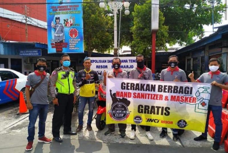 Komunitas Yamaha NMax Club Indonesia berbagi hand sanitizer dan masker se-Indonesia. (foto : ist)