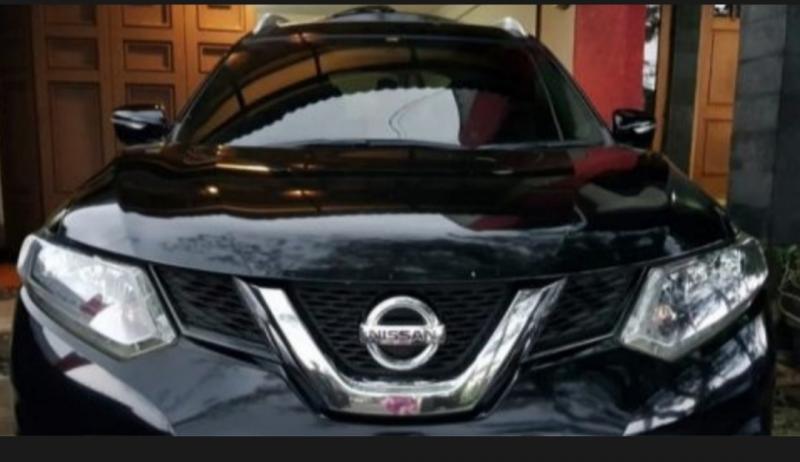 Mobil Nissan XTrail yang dikendarai Brigjen Pol Erwin Chahara Rusmana, diancam dan dirusak oknum PNS Kemenaker di tol Cikampek. (foto : rri).