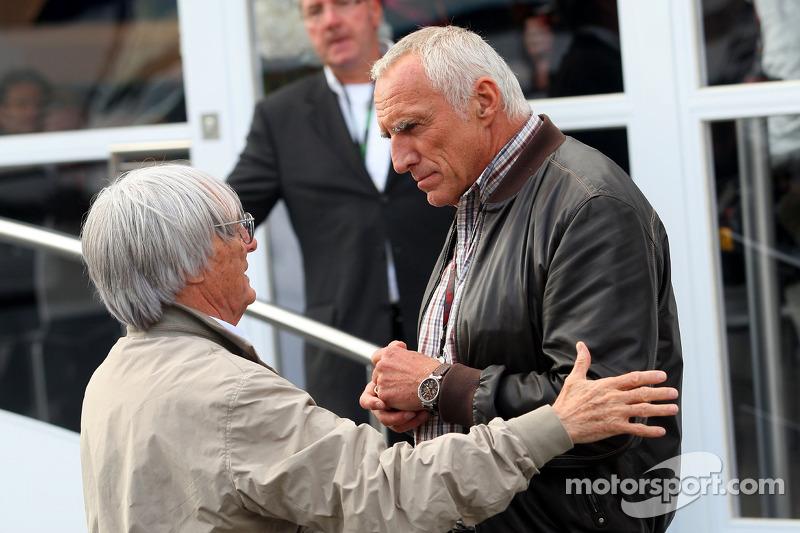 Bernie Ecclestone dan Dietrich Mateschitz, tengah usahakan F1 bisa digelar di Austria. (Foto: motorsport)