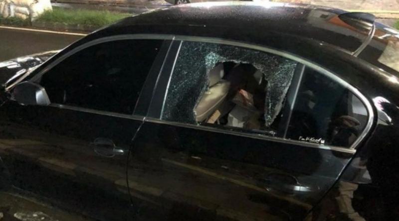 Kaca samping BMW E60 milik dr Tirta dipecahkan pencuri untuk mengambil tas yang berisi laptop. (foto : ig dr tirta)