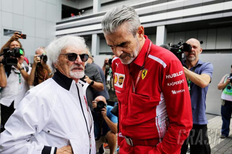 Bernie Ecclestone (kiri) dan mantan Kepala Tim Ferrari, Maurizio Arrivabene (kanan)