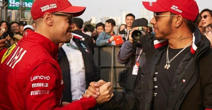 Sebastian Vettel dan Lewis Hamilton. (Foto:scuderiaferrarifans)