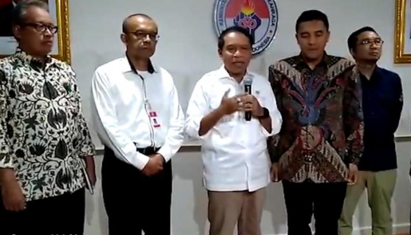 Menpora Zainudin Amali (tengah) didampingi Abdulbar M Mansoer dan Ketum IMI Pusat Sadikin Aksa.