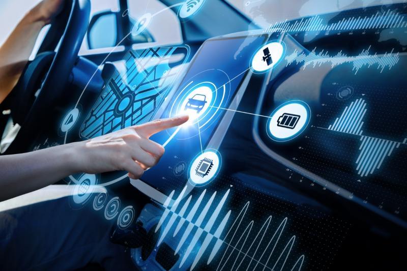 konvergensi ini tidak saja akan memberikan dampak luar biasa bagi industri otomotif, namun juga berdampak pada kehidupan masyarakat luas.