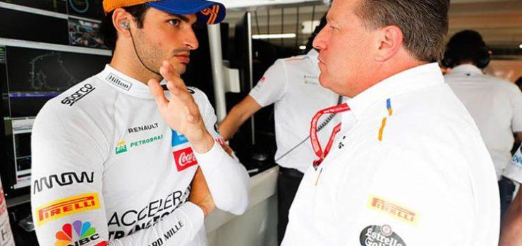 Carlos Sainz Jr bersama CEO McLaren Zak Brown, genting di menit-menit terakhir pada kamis (14/5/2029) ini. (Foto: essentiallysports)