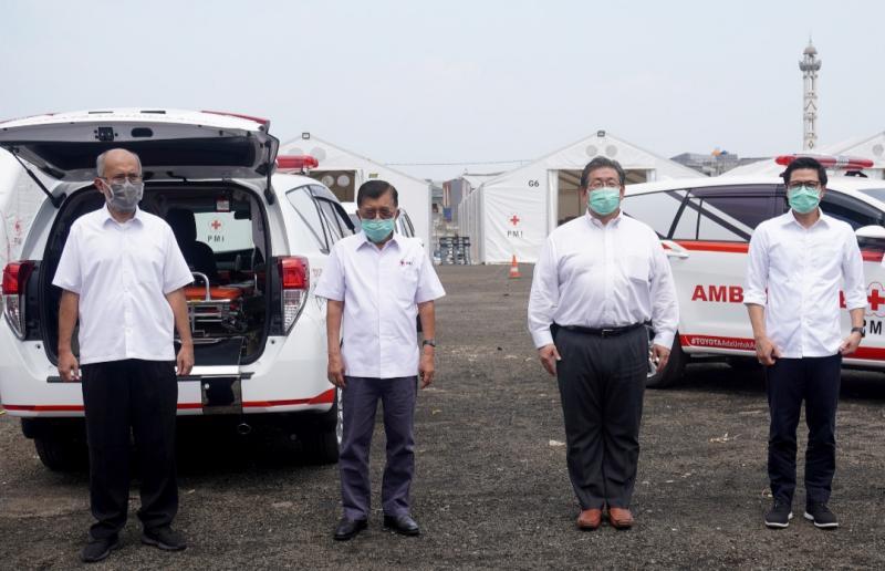 7 Unit Kijang Innova Ambulance bantuan Toyota Indonesia melalui Palang Merah Indonesia untuk perangi Covid19