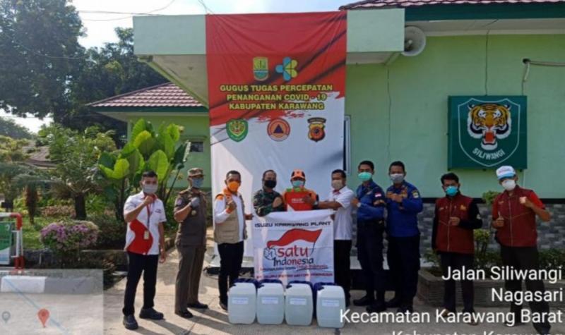 Donasi Isuzu kepada masyarakat sekitar pabrik Isuzu di Karawang Barat