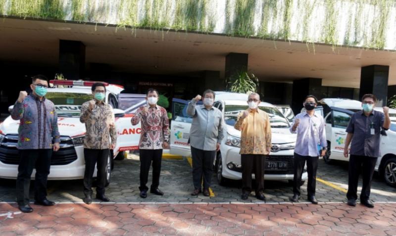 Langkah berkelanjutan Toyota Indonesia dan SERA serahkan donasi mobilitas ke Menkes