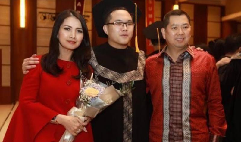 Warren bersama Hary Tanoesoedibjo dan Liliana, pengagum Presiden Jokowi. (foto : ist)