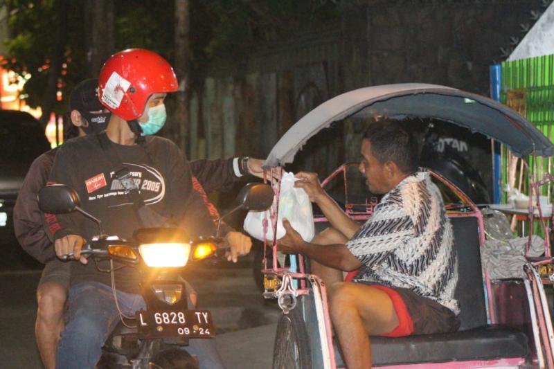 Kali ini Evalube menggandeng bikers dari komunitas Gila Motor dan komunitas balap cornering COINS Surabaya. (ist)