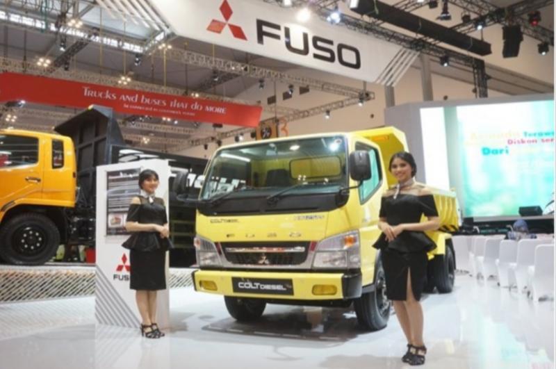 Mitsubishi Colt Diesel masih menjadi salah satu andalan PT Krama Yudha Tiga Berlian Motors. (foto : ktb)