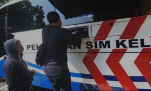 Layanan perpanjangan SIM keliling sementara juga belum dioperasionalkan. (foto : Korlantas)