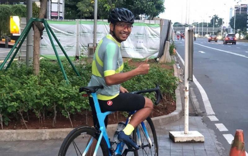Haridarma Manoppo sibuk sebagai manager operasional Sentul kecil, dan refreshingnya sepedahan. (foto : Ist)