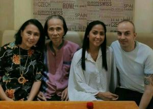 Sidarto SA (kedua dari kiri) bersama Suzy Suzanne, Rally Marina dan Gianluca Trappuzano suaminya. (foto : dok rally m)