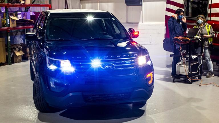 Perangkat powertrain dan sistem kontrol iklim pada Interceptor Utility kepolisian yang berbasis Ford Explorer. (ist)