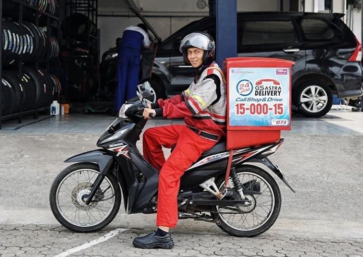 layanan Battery and Oil Home Delivery dapat membantu memenuhi kebutuhan akan perawatan mobil terpercaya untuk penggantian oli dan aki. (Shop&Drive) .