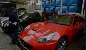 Deretan mobil mewah milik Tubagus Chaeri Wardhana yang disita KPK. (foto : ist)