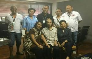 Sidarto SA (duduk, tengah) bersama H Prasetyo Edi Marsudi, Lola Moenek hingga Anondo Eko saat menyaksikan balap ISSOM di sirkuit Sentul Bogor. (foto : bs)