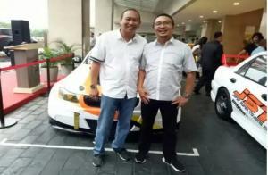 Anondo Eko (kiri) dan Ketum IMI Pusat, Sadikin Aksa. Mensupport event virtual Time Rally Online Championship 2020. (foto : bs)