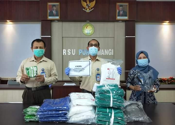 V-KOOL menyerahkan bantuan berupa paket Alat Pelindung Diri (APD) bagi tenaga medis di sejumlah rumah sakit dan puskesmas di beberapa daerah. (ist) .