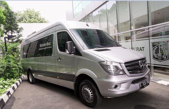 Mercedes-Benz Distribution Indonesia (MBDINA) memulai donasi pertama dengan pemberian Sprinter Van kepada Ambulans Gawat Darurat (AGD) Dinas Kesehatan di Jakarta pada April 2020 lalu.