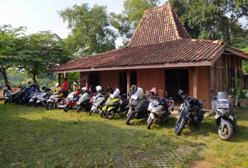 Total peserta Sunmori KOI Riders ini mencapai 25 motor, terdiri dari aneka merek dan jenis, mulai kapasitas 110 cc hingga 1.000 cc. (anto).