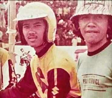 Erwin Mancha (pakai helm, depan) meniti karir balap dari motocross. (Foto : dok pribadi)