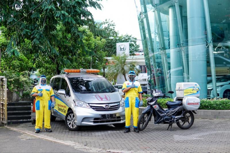 Armada teknik dan kru mekanik PT Honda Prospect Motor siap hadir ke rumah konsumen melakukan servis mobil