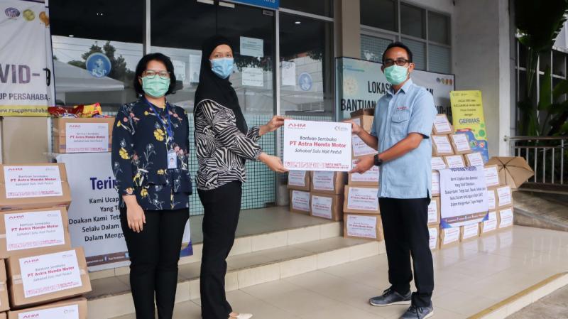 AHM Salurkan Bantuan Tahap Ketiga, Bagikan 990 Sembako untuk Pendukung Petugas Medis. (ist)