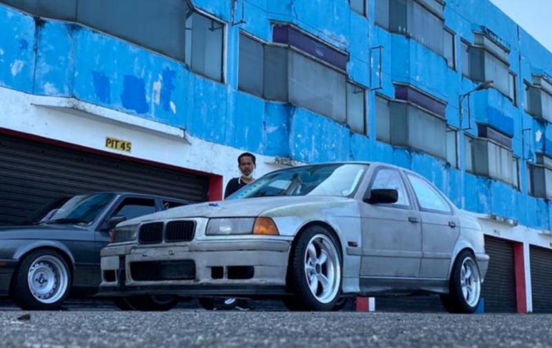 BMW 318 andalan Reza Alvin, sempat pecah power steering saat latihan di sirkuit Sentul. (foto : silas)