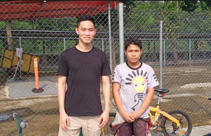 Presley Martono (kiri) dan Daffa AB, akrab di balap virtual lanjut bersinergi di arena gokart. (foto : bs)