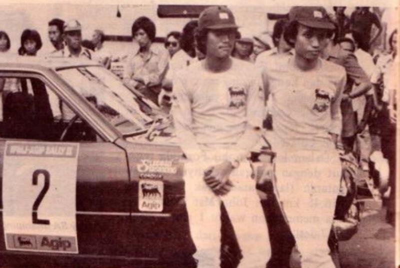 AM Suseto (kanan) dan AM Susmono, saat mengikuti Agip Rally tahun 1975. (Foto : ist)
