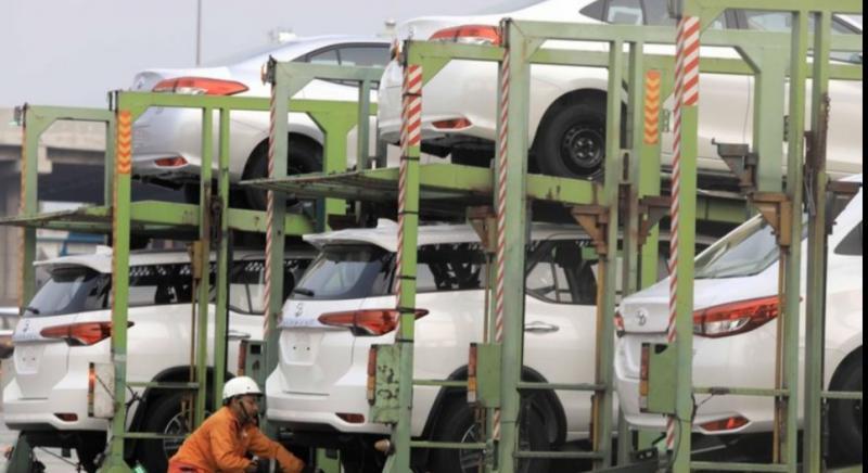 Suasana ketika mobil siap dinaikkan kapal untuk diekspor ke luar negeri yang juga mengalami penurunan. (Cnbc)