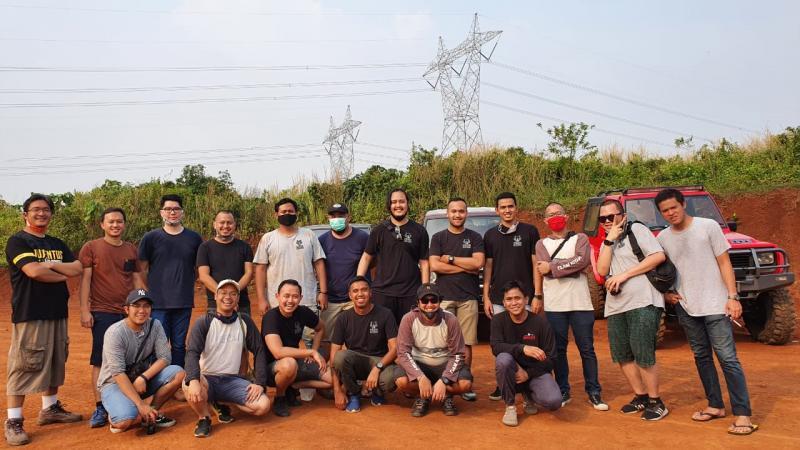 Komunitas offroad Team Kitah melakukan meet up sekaligus light offroad di Pagedangan, BSD, Tangerang