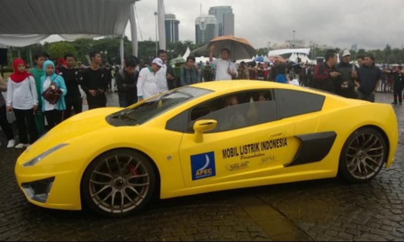Tampilan mobil listrik pada sebuah pameran di Jakarta beberapa waktu lalu.(foto : merdeka.com)