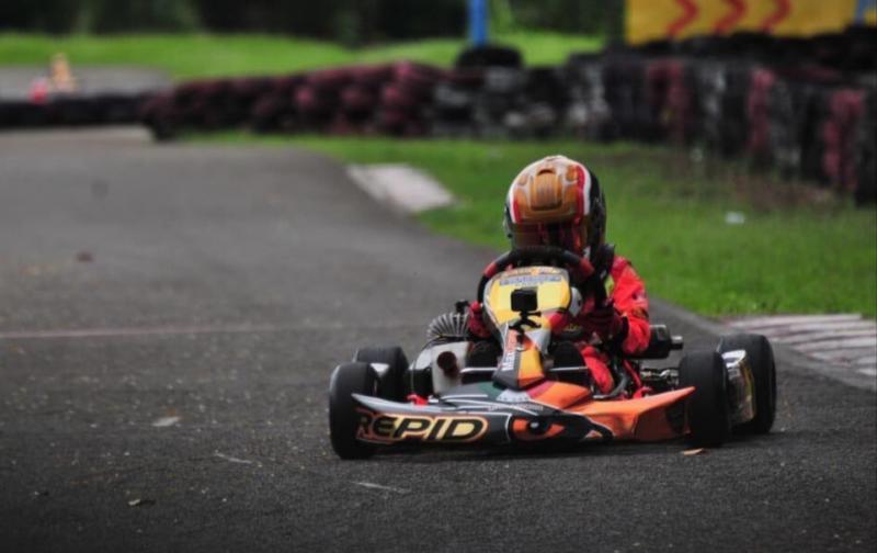 Qarrar Firhand terus digembleng dengan latihan keras di Sentul International Karting Circuit Bogor.