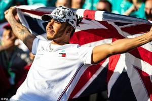Lewis Hamilton, mendapat gaji baru yang fantastis dari Mercedes. (Foto: dailymail)