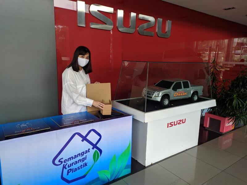 Isuzu mulai mengurangi penggunaan plastik dimulai dari internal.